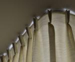 Závěs u stropu detail