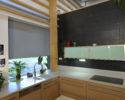 Screenová roleta v kuchyni šedá