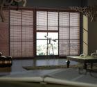 Velké dřevěné žaluzie v obývacím pokoji