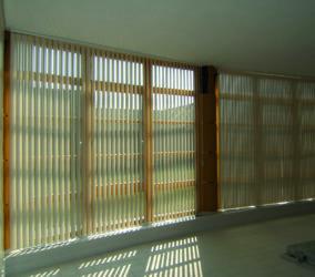 Vertikální žaluzie na velká okna
