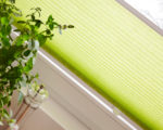 detail zelené látkové žaluzie Plisé
