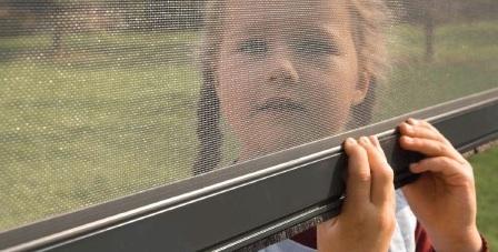 Sítě do okna proti hmyzu