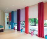 barevné závěsy do oken