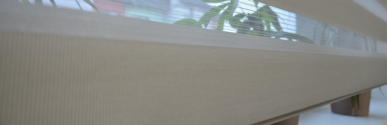 moderní žaluzie den a noc na okně
