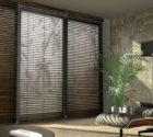 dřevěné žaluzie na balkonové dveře