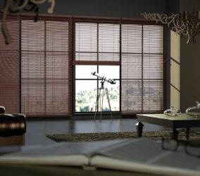 dřevěné žaluzie v obývacím pokoji