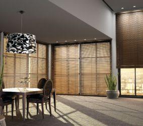 luxusní dřevěné žaluzie v obýváku
