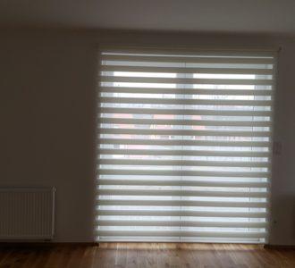 reference dvojité rolety na balkonových dveří v rodinném domě