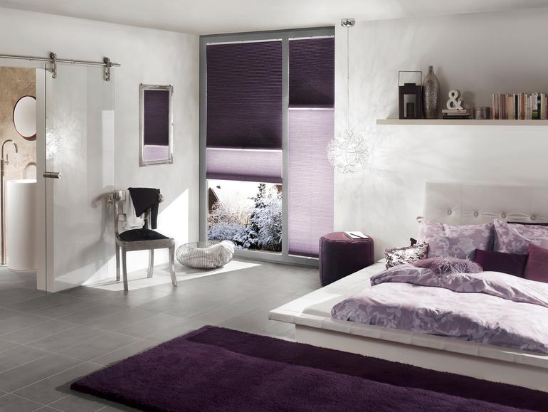stínění na okna fialová barva
