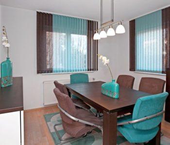 vertikální žaluzie barevné v luxusní kanceláři Praha