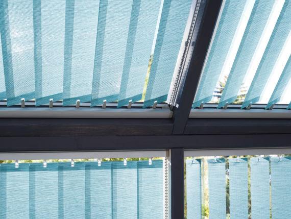 Vertikální žaluzie v zimní zahradě střecha a bok