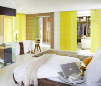 žlutá posuvná japonská stěna