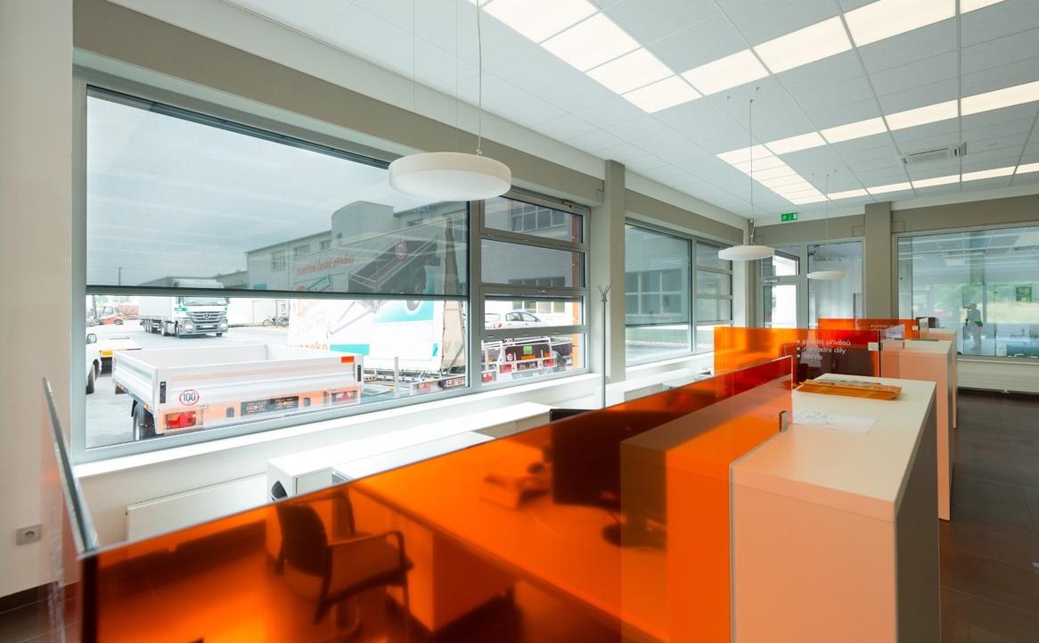 roleta Zipp Screen v kanceláři