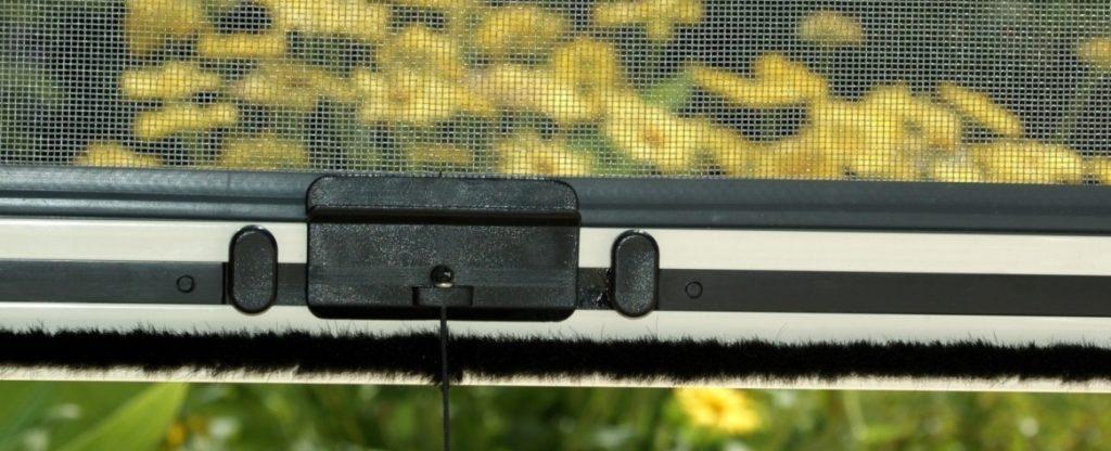 rolovací sítě proti hmyzu