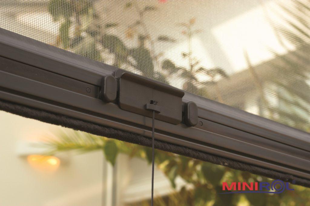 pevné sítě do oken proti hmyzu