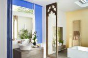 rolety v koupelne v modrem provedeni