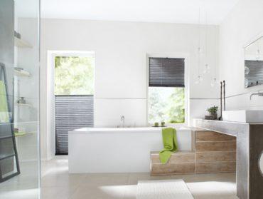 sede plise zaluzie v koupelne