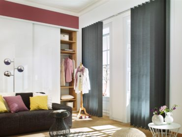 siroke vertikalni zaluzie do francouzkych oken