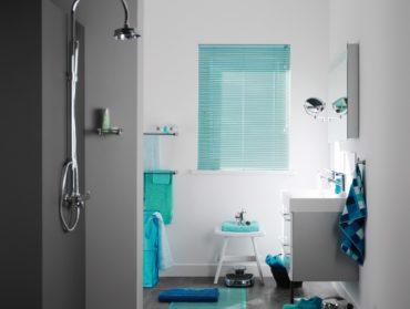 tyrkysove zaluzie v koupelne