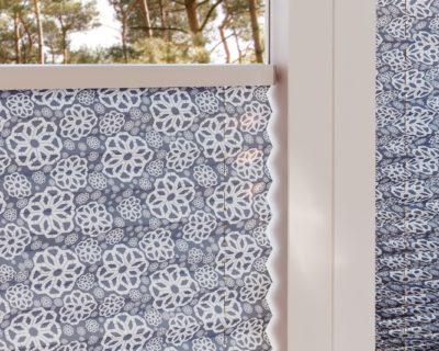 zaluzie plise v jidelne se vzory detail