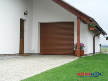 malé garážové rolovací vrata