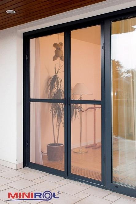 dveřní síť proti hmyzu s magnety
