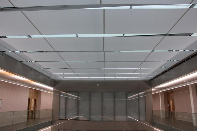protitahové rolety pod prosklenou střechou