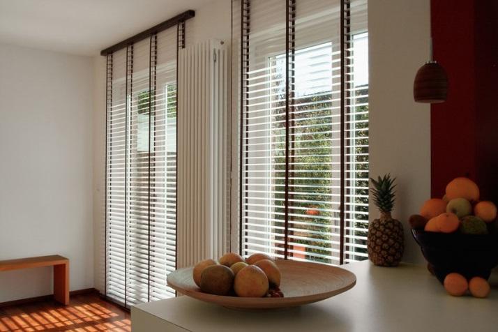 dřevěné žaluzie chrání váš interiér