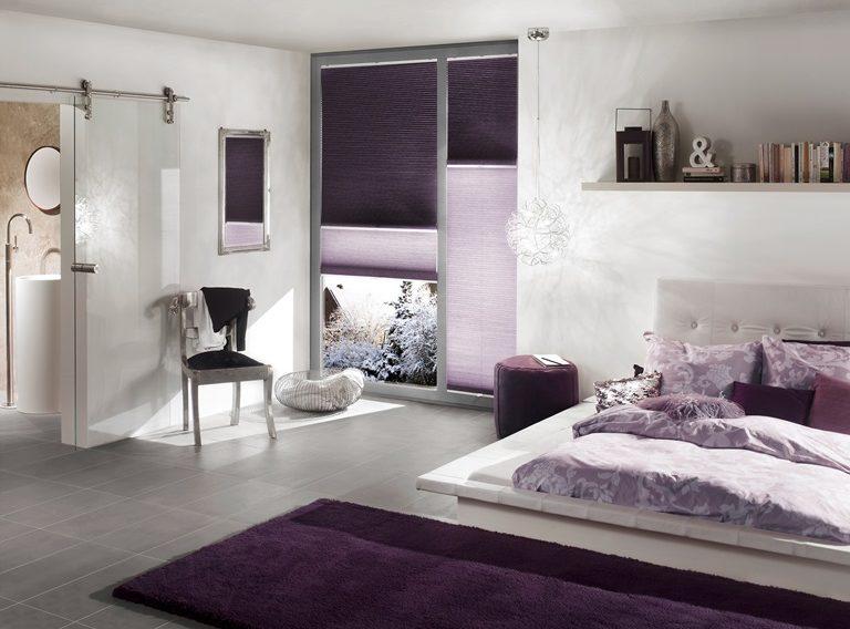 fialové plisé den a noc