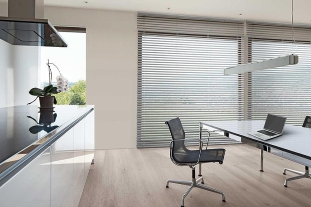 ochrana proti slunci a regulace světla v interiéru