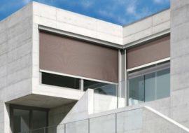 venkovní sluneční rolety snižují teplotu v interiéru