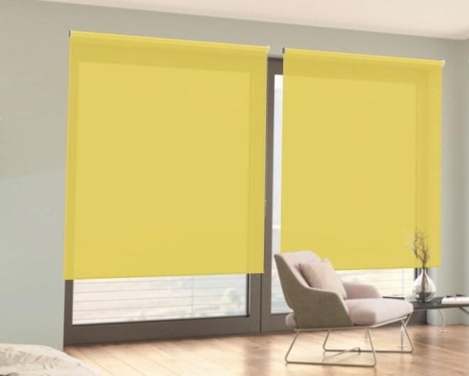 poloprůhledná žlutá látková roleta
