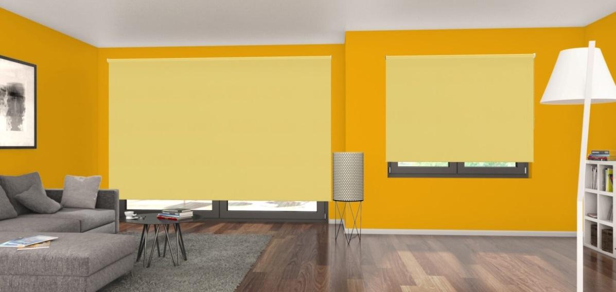 žlutá zatemňovací látková roleta v obývacím pokoji